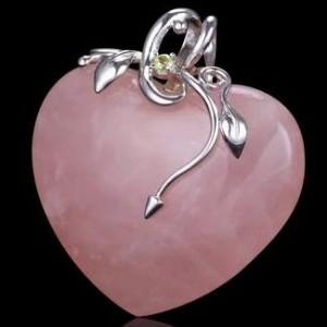 Кулон из розового кварца в виде сердца