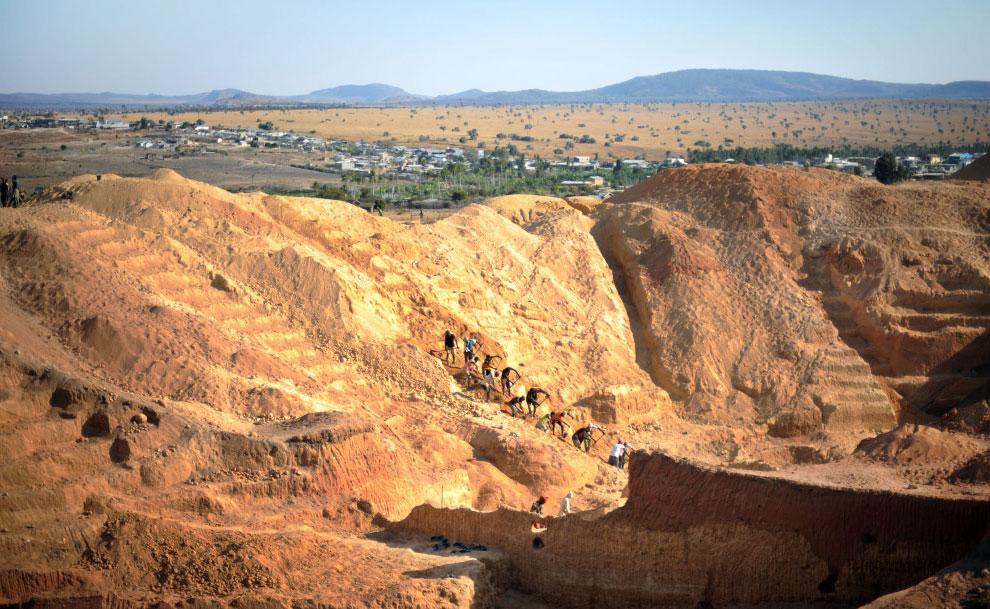 Добыча сапфира в Мадагаскаре