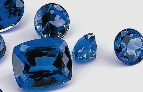 Синий драгоценный камень