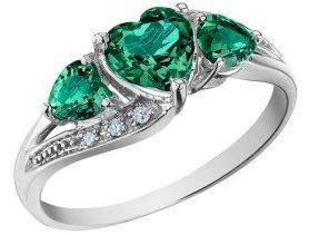 Кольцо с изумрудами сердца