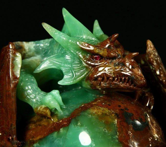 Дракон из хризопраза