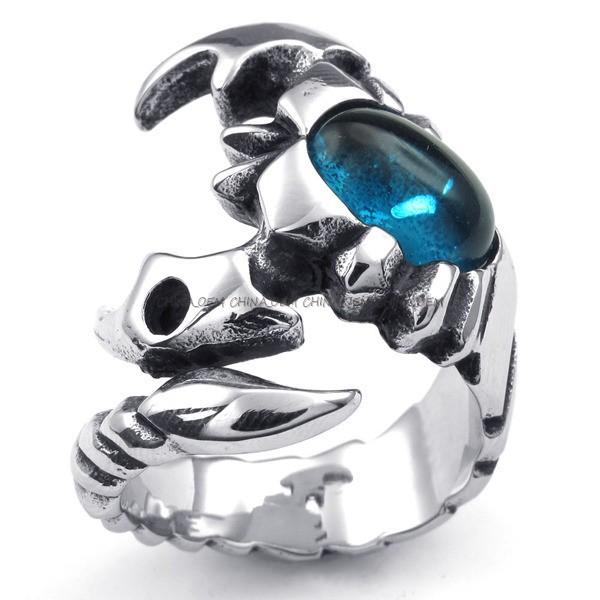 Кольцо скорпион с топазом