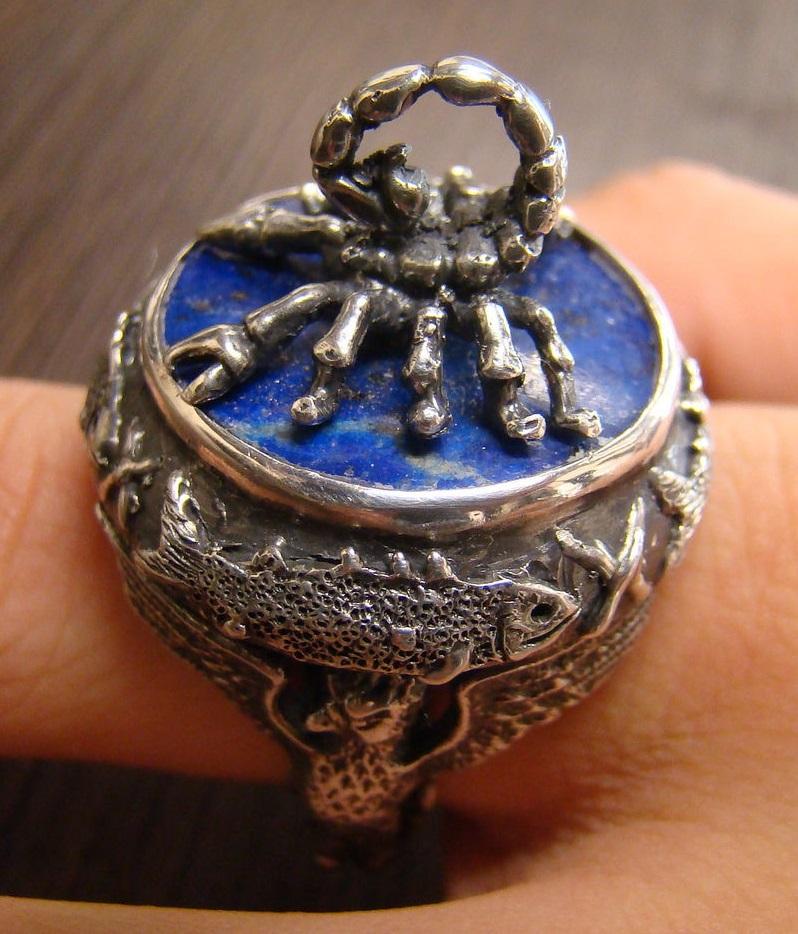 Перстень с лазуритом скорпион