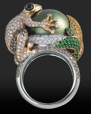 Кольцо с зеленым жемчугом