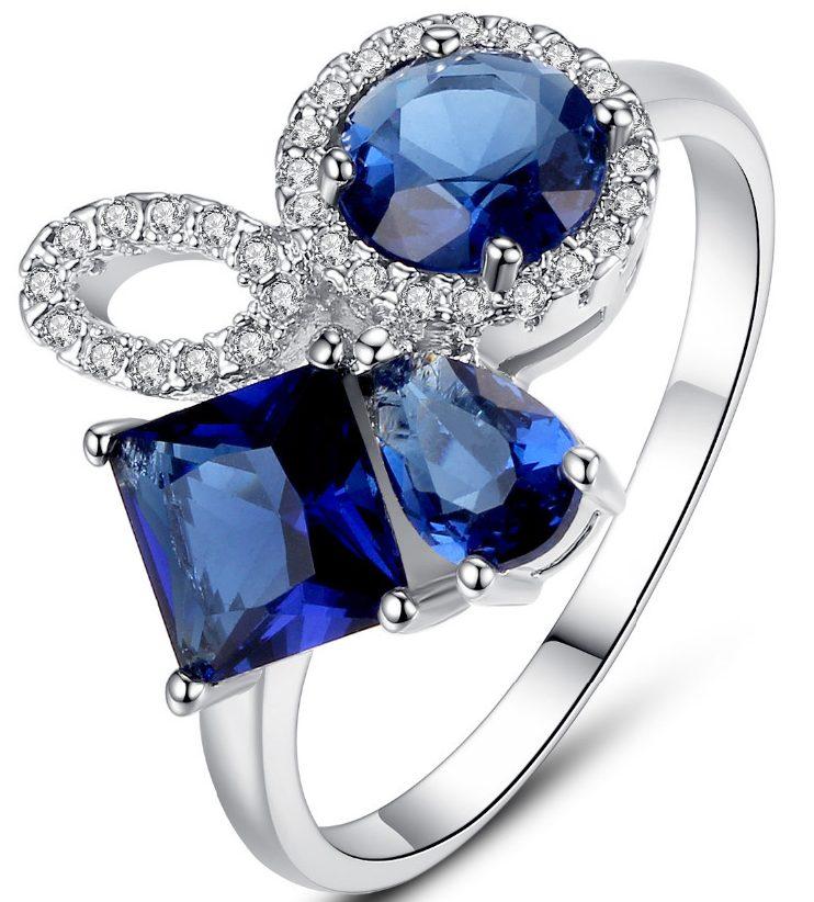 Кольцо с синими цирконами