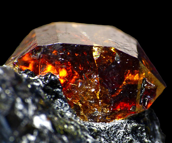 Циркон минерал