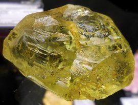 Необработанный камень Гелиодор