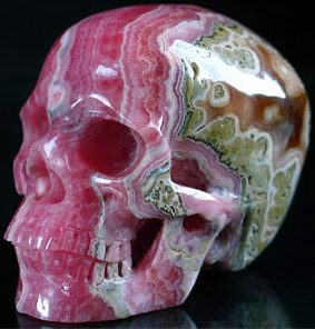 Фигурка череп из родохрозита