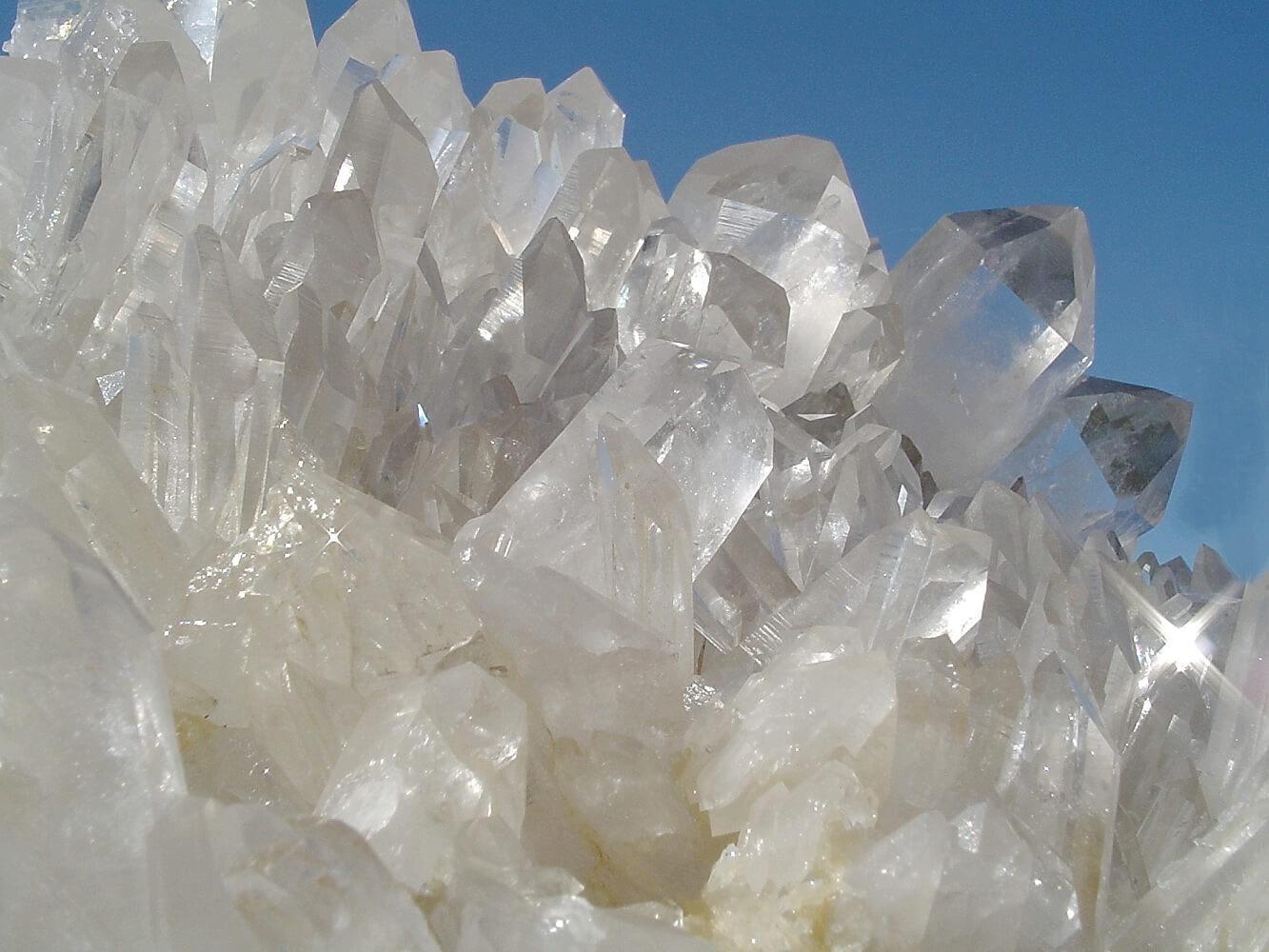 Камень Алунит - натуральный кристаллический дезодорант