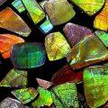 Радужный полудрагоценный камень Аммолит