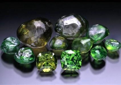 Камень Уваровит