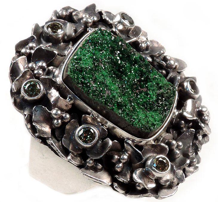 Перстень с Уваровитом