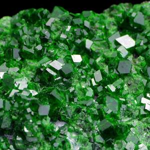 Уваровит кристаллы