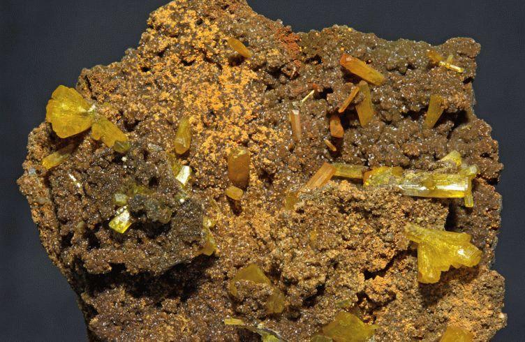Камень лимонит