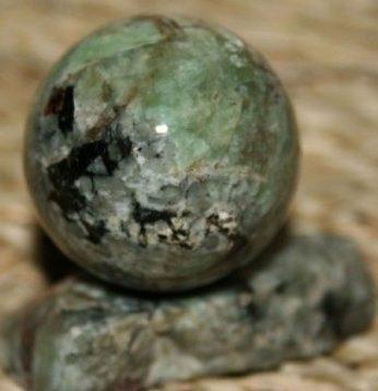 Нефелин шар