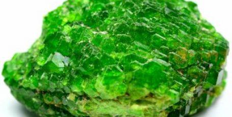 Демантоид или уральский изумруд