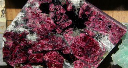 Эвдиалит свойства камня