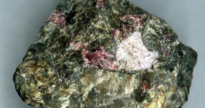 Нефелин минерал